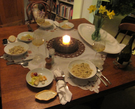 the dinnertable... lots of yummyness goin' on
